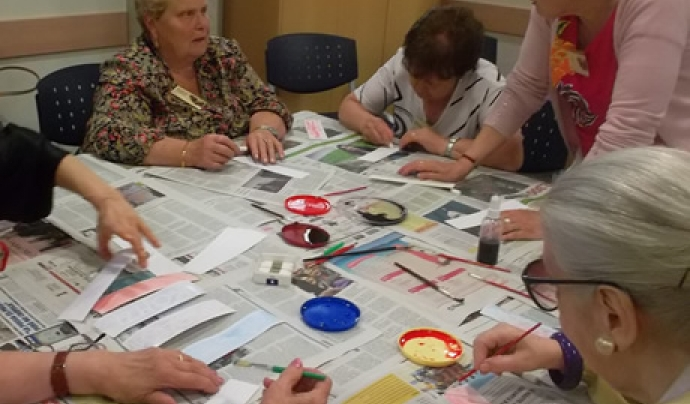 Participants en un programa de vellesa de Càritas