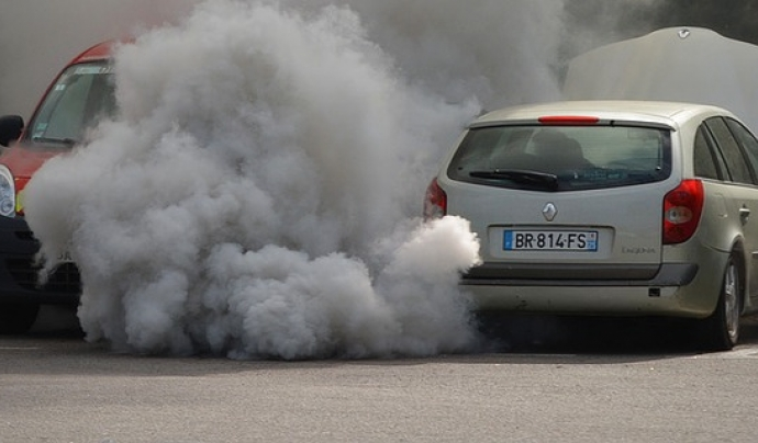 Cotxes contaminant Font: Ben Kerckx a Pixabay