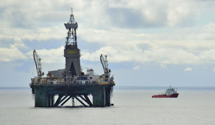 Plataforma petrolifera al mar de Barentsz.