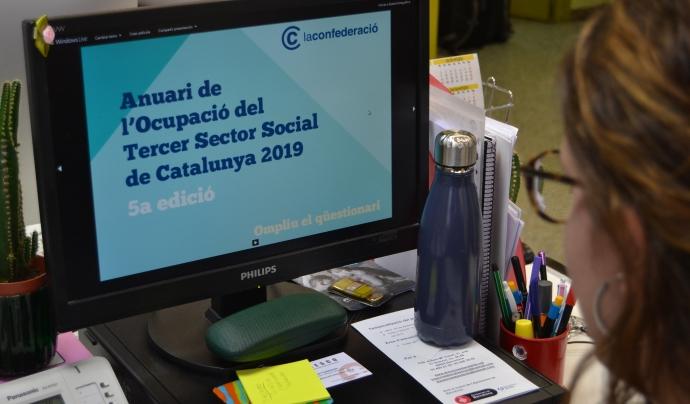 Una entitat omple el qüestionari de l'Anuari d'Ocupació del Tercer Sector Social 2019. Font: FCVS