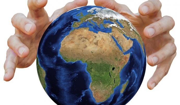 Protegir el medi ambient està a les nsotres mans Font: Tumisu a Pixabay