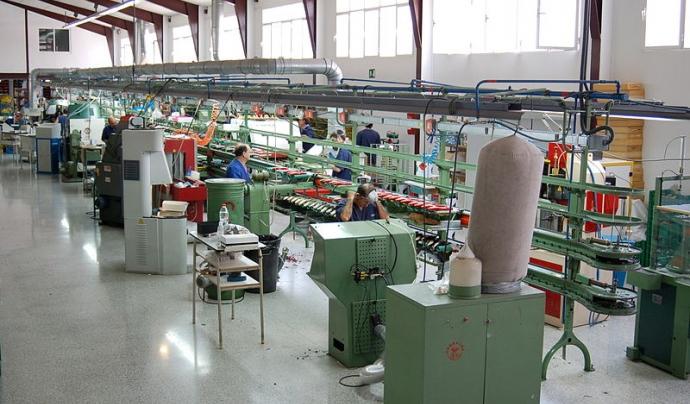 L'economia circular no perd mai de vista la cadena completa dels procesos de producció. A la foto, una fàbrica de calçat Font: Bolsero a la Wikipedia