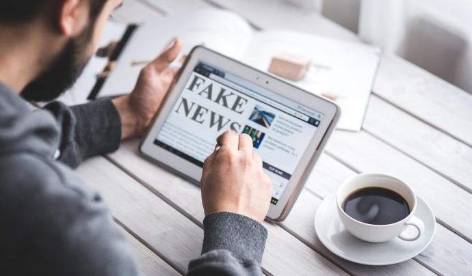 Es calcula que per al 2022 es consumiran més notícies falses que reals Font: memyselfaneye (Pixabay)