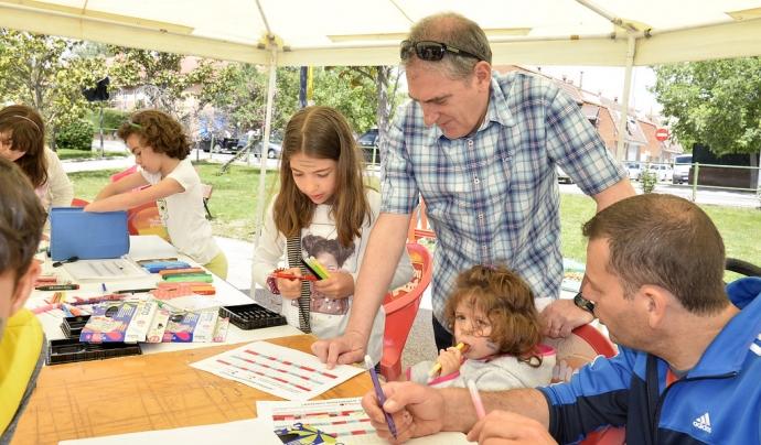 Les famílies poden fer voluntariat en diverses activitats per cooperar amb la comunitat. Font: Ayuntamiento de Valemoro, Flickr