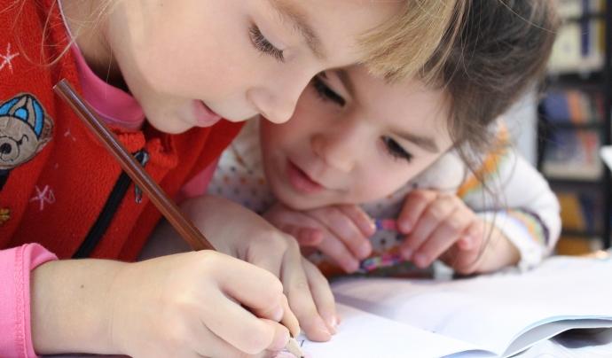 FANOC alerta que hi ha escolars que no tenen ordinadors a casa per seguir el curs online. Font: Licencia CC