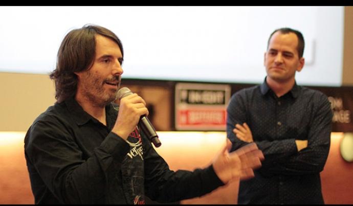 Pablo García, codirector del documental Tchindas, i Marc Serena, de Fora de Quadre, durant elFestival In-Edit  Font: Fora de Quadre