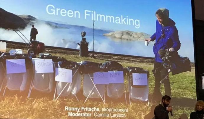 Reciclatge de residus durant un rodatge a la ciutat sueca de Ystad. Font: Xarxa de Voluntariat Ambiental de Catalunya (XVAC)