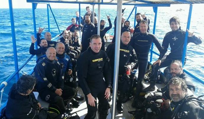 De tornada d'una immersió per anar a veure opistobranquis Font: GROC