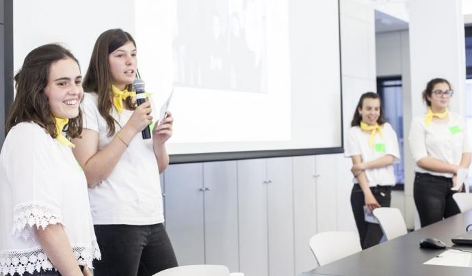 Equip participant al Technovation Challenge 2017 presentant l'aplicació que han creat Font: Associació Espiral