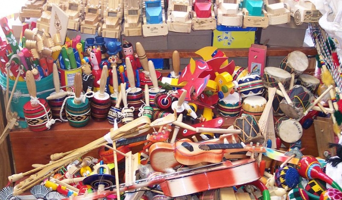 Joguines tradicionals de fusta Font: Gengiskanhg a Wikimedia