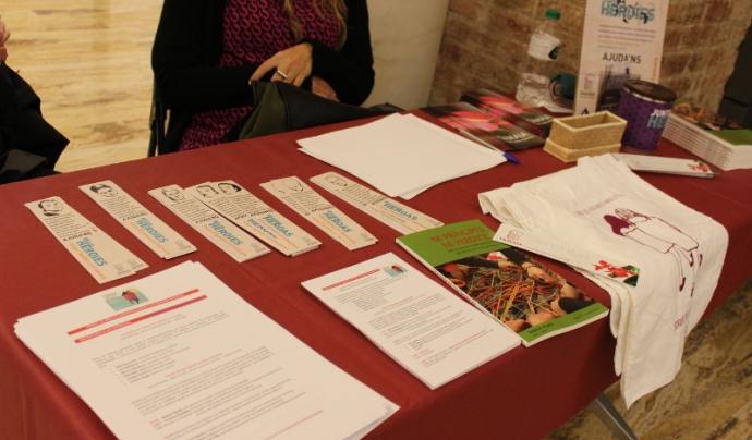 """Taula d'inscripció de la jornada """"Tamaia: 25 anys filant polítiques feministes"""" Font: Eneida Iturbe (Colectic)"""