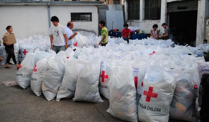 Material d'ajuda de la Creu Roja xilena. Font: Simenon, Flickr