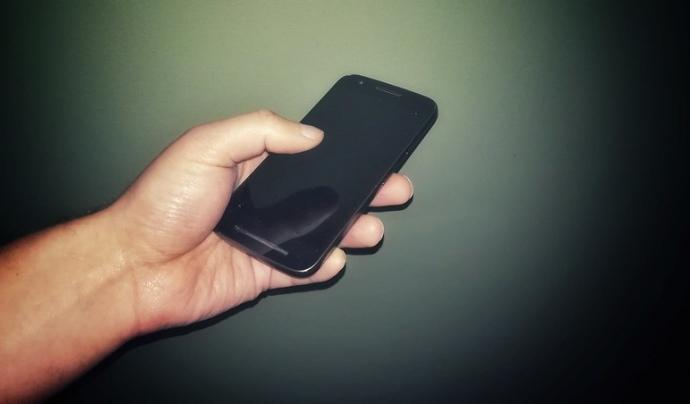 La seguretat tecnològica és transversal i també afecta els dispositius mòbils. Imatge de Newkemall. Llicència d'ús CC BY 2.0 Font: Imatge de Newkemall. Llicència d'ús CC BY 2.0