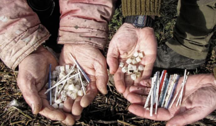 A través de la ciència ciutadana les dades dels residus recollits serveixen per elaborar informes i reclamar acciona polítiques. Font: oceans iniciative