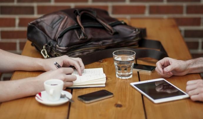 Fomentar espais de relació entre juntes directives i equip executiu pot prevenir conflictes interns. Font: Pixabay