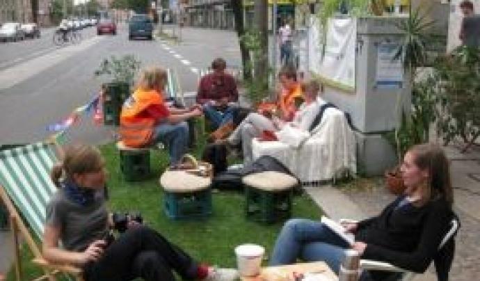 Es poden inscriure a Park(ing) Day associacions, organitzacions, grups de ciutadania, com veïns  i veïnesi famílies