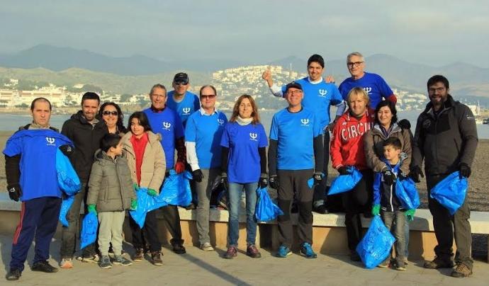 Els voluntarisi les voluntàries de l'Associació Platges Netes implicats en la lluita contra  els residus abandonats a les platges de Llançà Font: Associació Platges Netes
