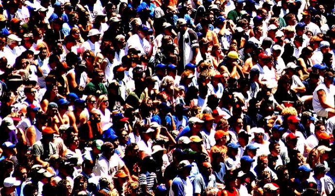 Persones en un concert Font: Thomas Hawk Llicència d'ús CC BY SA