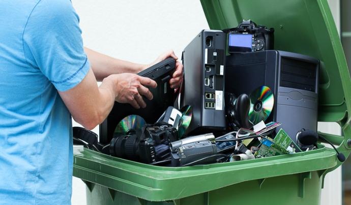 El reciclatge és una de les claus d'aquest model econòmic Font: CODIGO82 a la Wikipedia