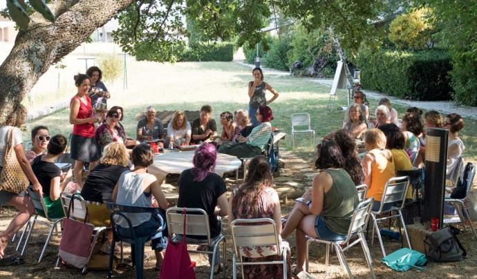 Dedicar espai a compartir i cocrear és un factor propi de les comunitats i organitzacions més resilients. Font: Resilience Earth