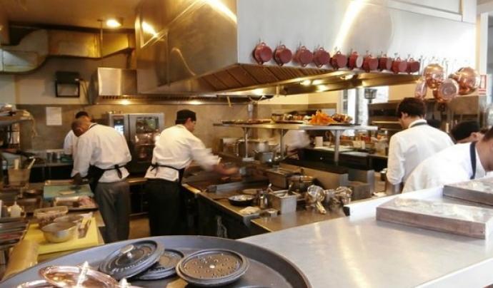 Restaurants de Barcelona donen feina a persones migrades i adolescents desocupats.  Font: Wikipedia
