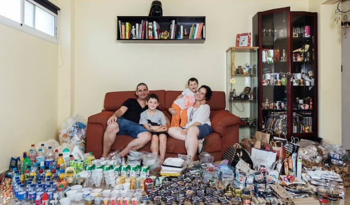 La família amb infants protagonista d'un dels capítols Font: Fundació Rezero