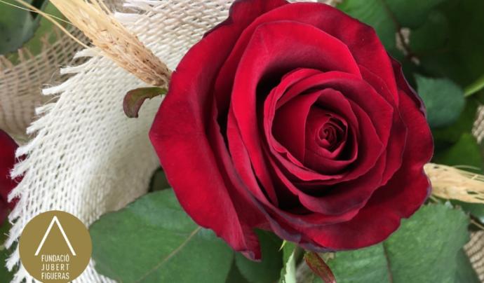 La Fundació Jubert Figueras elabora roses solidàries per afavorir les famílies que acullen. Font: Fundació Jubert Figueras