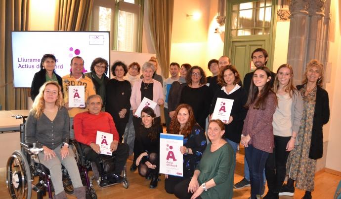 Foto de família en el lliurament del segell 'Actius de l'Acord'. Font: Voluntaris.cat
