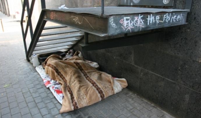 Dormint al ras Font: Arrels Fundació