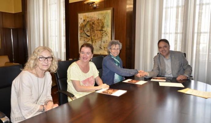 Signatura d'un conveni de col·laboració entre l'Ajuntament de Manresa i Càritas al juny. Font: Ajuntament de Manresa