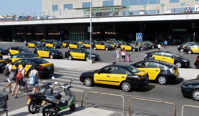 Falten més de 400 taxis per donar resposta al problema d'accessibilitat de Barcelona. Font: Wikimedia Commons