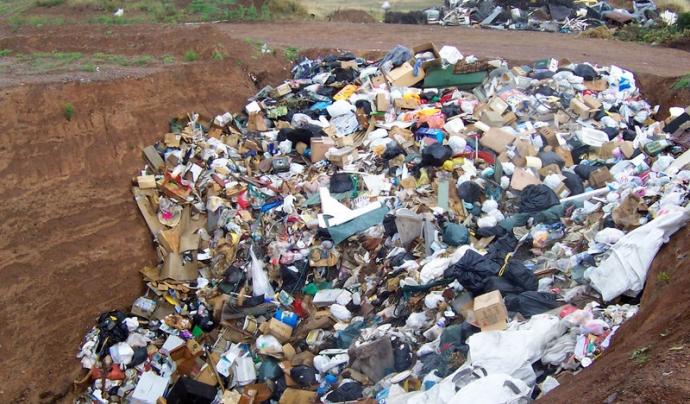 La reducció i el reciclatge dels residus són bàsics per avançar en la preservació de l'ecosistema Font: Gengiskanhg a la Wikipedia