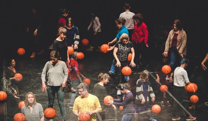Basket Beat treballa habilitats personals a través de la música en grup i pilotes de bàsquet. Font: Basket Beat