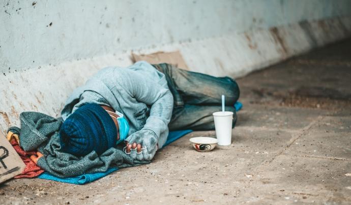 """Un 10% de la població """"va manifestar arribar a final de mes amb moltes dificultats en 2020"""". Font: Freepik."""