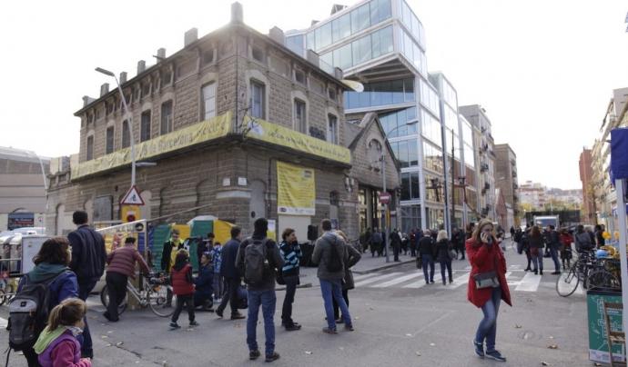 L'edifici de l'esquerra acollirà el BiciHub Barcelona