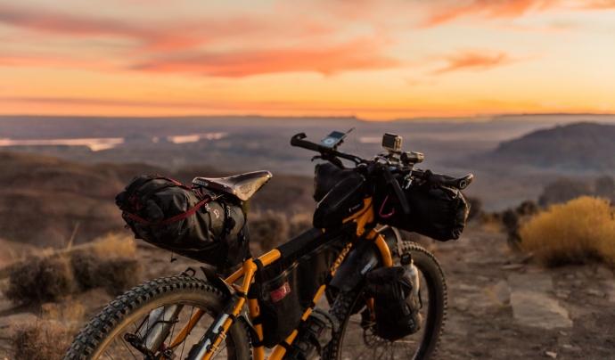 El repte consisteix en recórrer en bicicleta 1200 quilòmetres en 17 dies. Font: Unsplash. Font: Font: Unsplash.