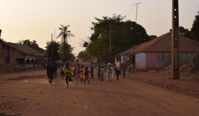 Nens després d'una cerimònia a Bafatá, Guinea Bissau.