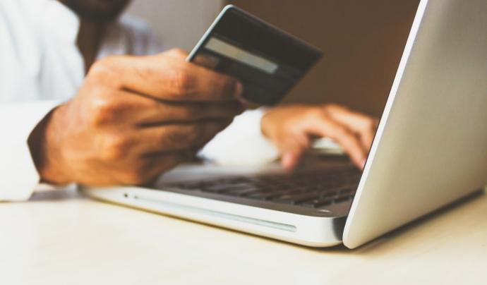 Les entitats financeres no subministren a les seves ESFL clientes les dades de les persones donants inferiors a 1.000€. Font: Unsplash. Font: Font: Unsplash.