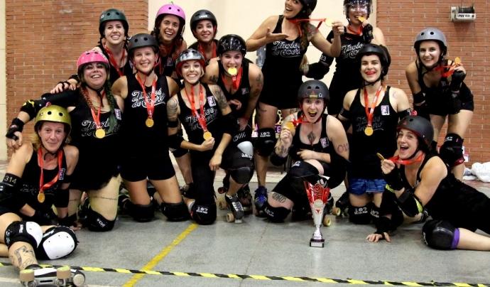 El 'Roller Derby' és un esport femení de contacte, creat als Estats Units, però que s'ha estès per tot arreu, també per Catalunya Font: Barcelona Roller Derby