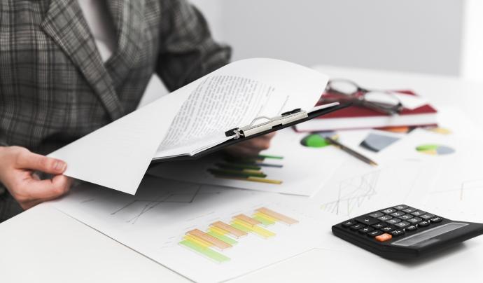 Els comptes anuals s'han de fer cada 12 mesos per part de l'òrgan competent de l'entitat. Font: Freepik.