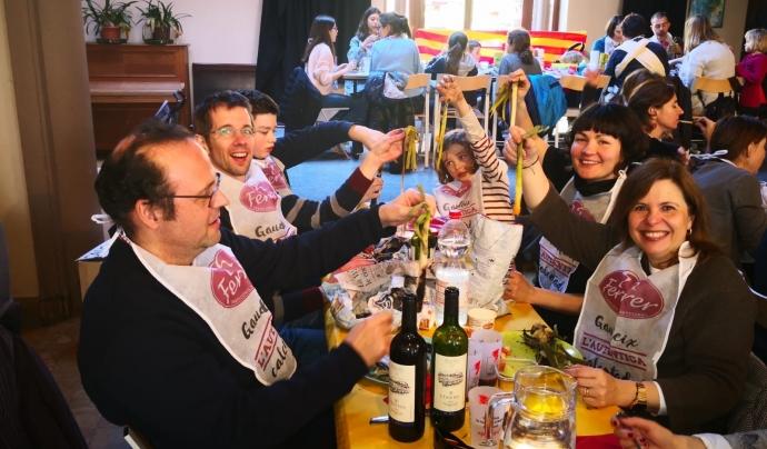El Casal Català, en una de les calçotades que s'organitzen de anualment Font: Casal Català de Brussel·les