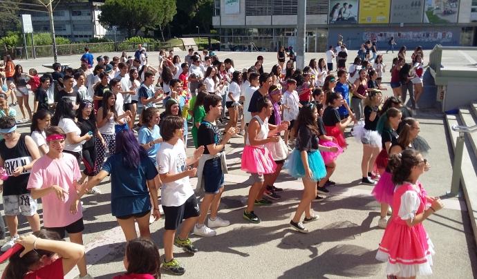 Per finalitzar el penúltim dia, es fa un macroaeròbic a la plaça cívica de la universitat. Font: Campus Ítaca. Font: Font: Campus Ítaca.