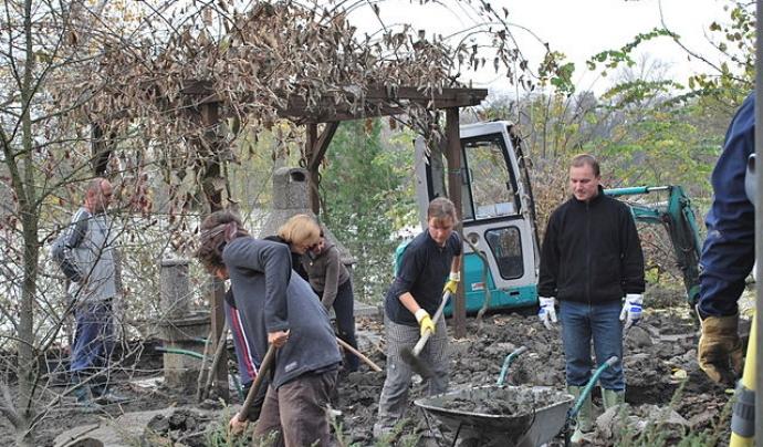 Camp de treball rural per a joves. Font: Wikimedia