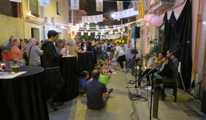 Tapa Solidària al carrer del barri d'Hostafrancs