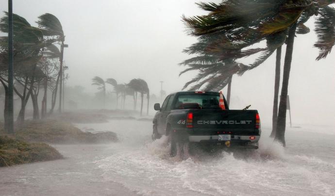 En les darreres setmanes centenars de persones han mort a causa de les inundacions produïdes per l'escalfament global. Font: Llicència CC