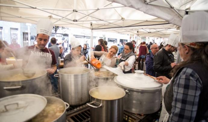 Una imatge d'una de les edicions del 'Festival de Sopes del Món Mundial'. Font: 9 Barris Acull