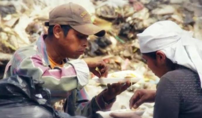 L'organització vol conscienciar a la població de la situació en la qual es troben més de 800 milions de persones al món.(Font: mansunides.org)