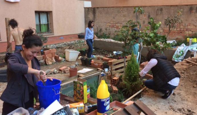 L'associació cultural fa diferents tallers, entre ells un d'hort i permacultura.