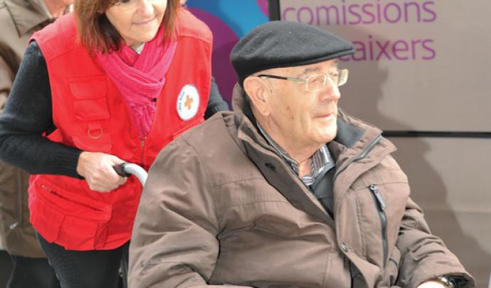 El voluntariat fa un acompanyament d'un dia a la setmana a una persona en situació de soledat no desitjada.