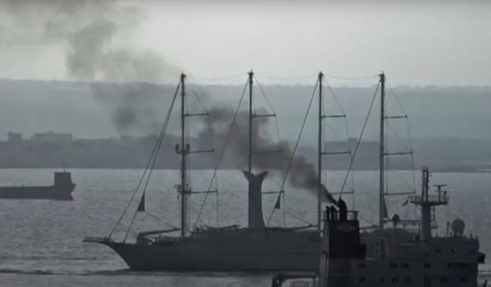 Els vaixells cremen un combustible altament tòxic. Font: Ecologistes en Acció